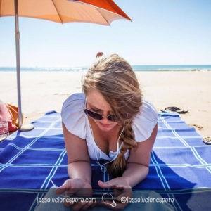 proteger tu smartphone en la playa