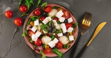Ensalada de berros y rúcula con pera, melón y queso azul